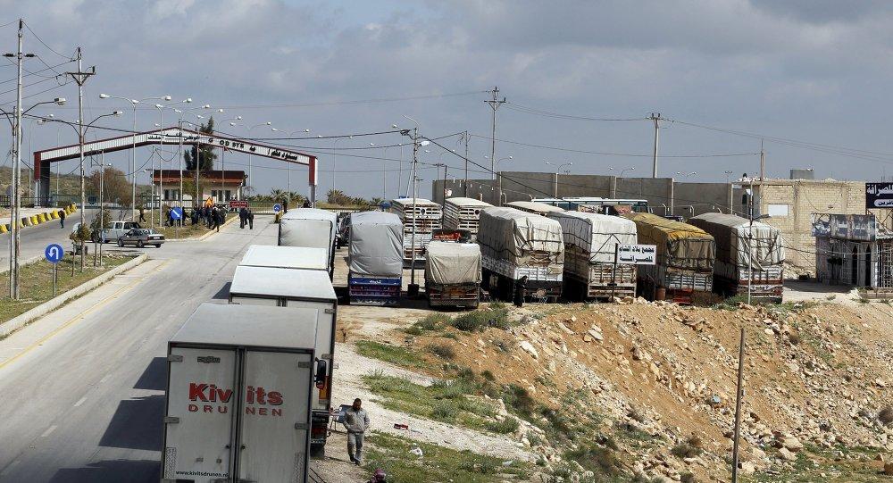 Camiones en un paso fronterizo entre Jordania y Siria (archivo)