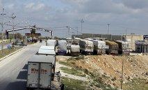 Camiones en el paso fronterizo de Jaber entre Jordania y Siria. 2 de abril de 2015
