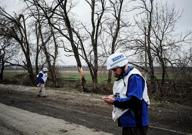 Observadores de la OSCE en Ucrania (archivo)