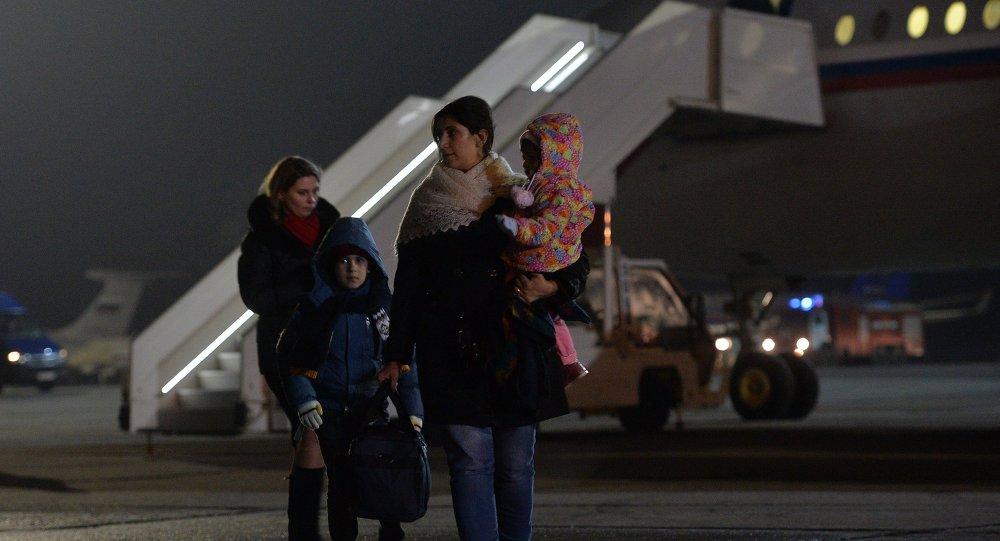 Un avión con 160 personas evacuadas de Yemen llega a Rusia
