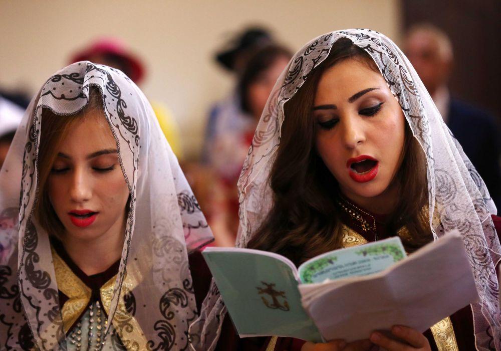 Católicos armenios durante la Misa Pascual en Erbil, capital del Kurdistán iraquí