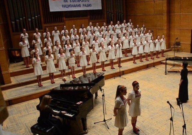 Un coro infantil canta Metallica