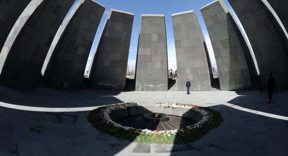 Tsitsernakaberd , monumento dedicado a víctimas del genocidio armenio