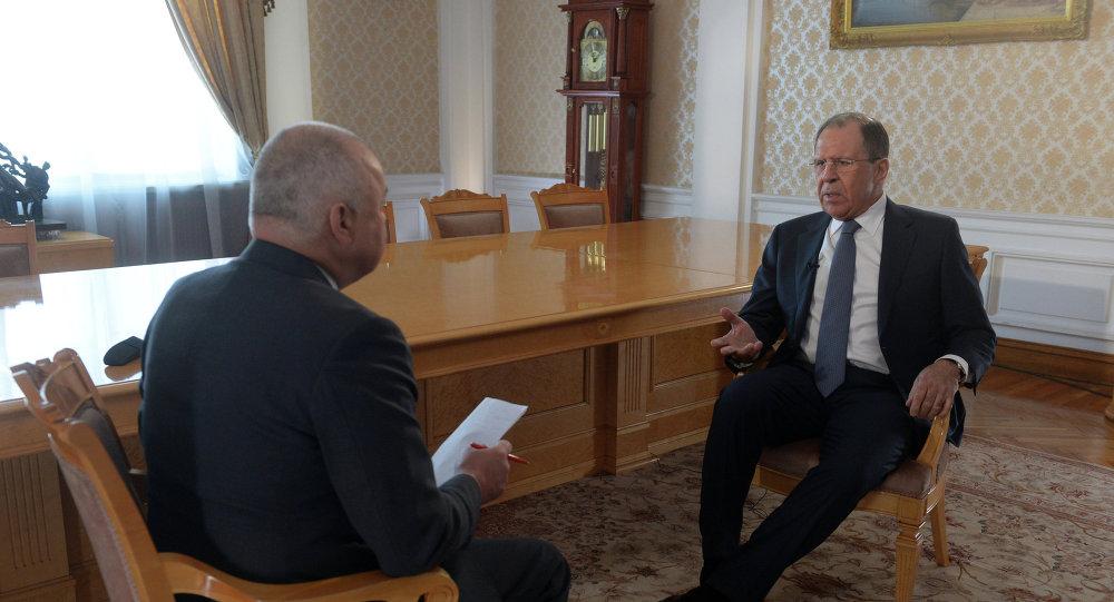 Serguéi Lavrov, ministro de Asuntos Exteriores de Rusia, durante la entrevista con el director general de Rossiya Segodnya, Dmitri Kiseliov