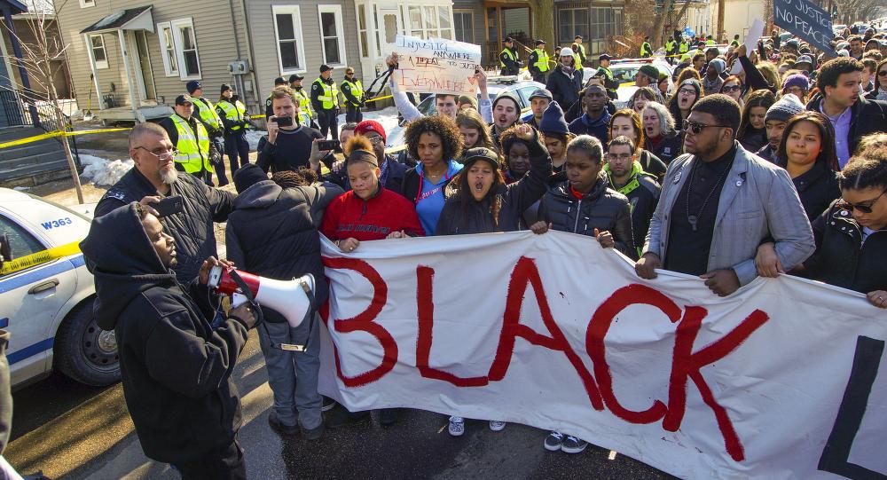 Protesta contra el asesinato de Tony Robinson por un policía en Wisconsin