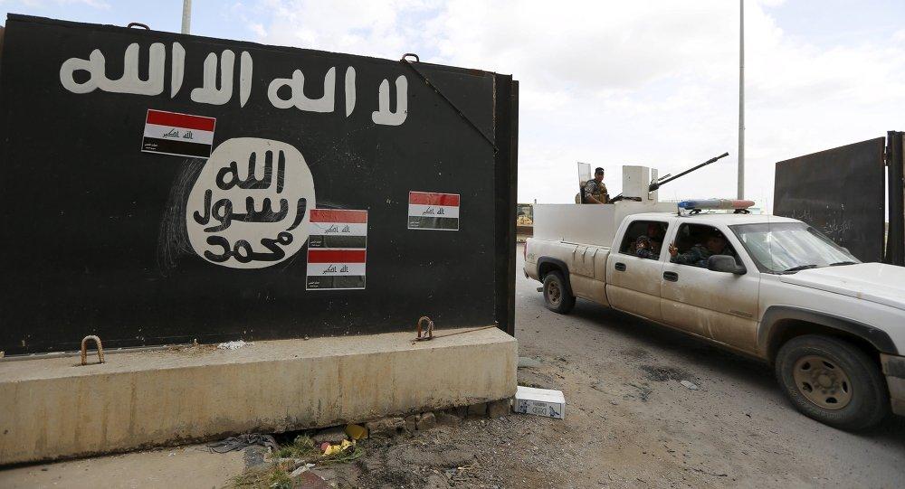 Bandera de Daesh en Irak (archivo)