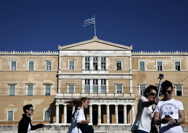 Grecia quiere ser miembro activo del nuevo Banco BRICS