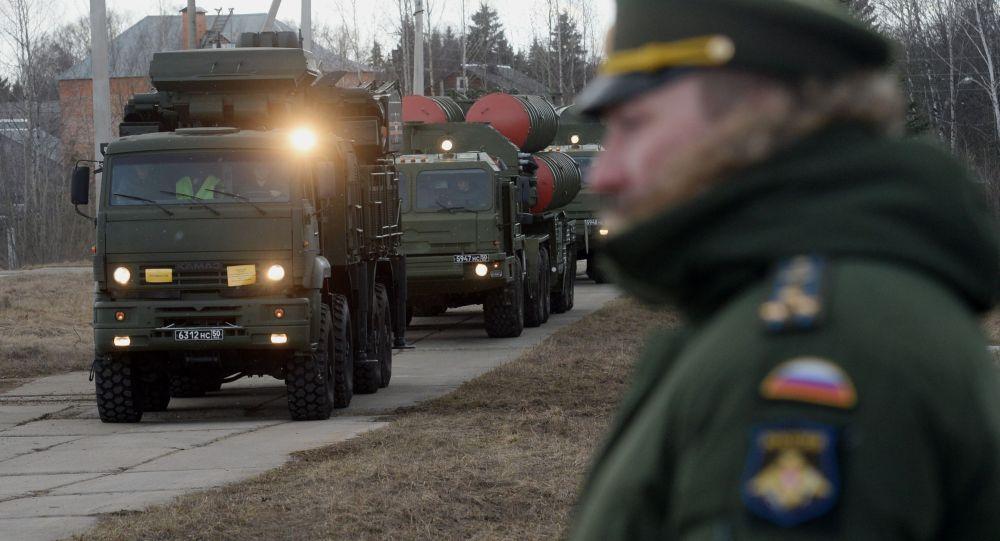 Sistema de defensa antiaérea Pantsir-S y sistema de misiles S-400