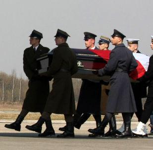 Envío del cuerpo de Lech Kaczynski a Polonia (archivo)