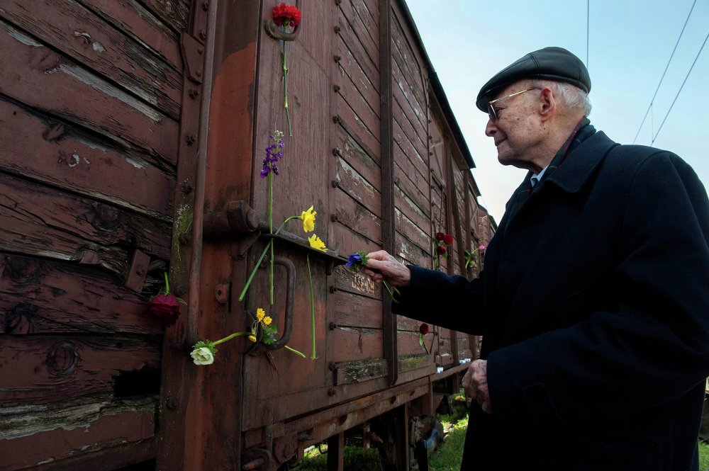 El tren que trasladó al primer grupo de judíos griegos al campo de Auschwitz el 16 de marzo de 1943
