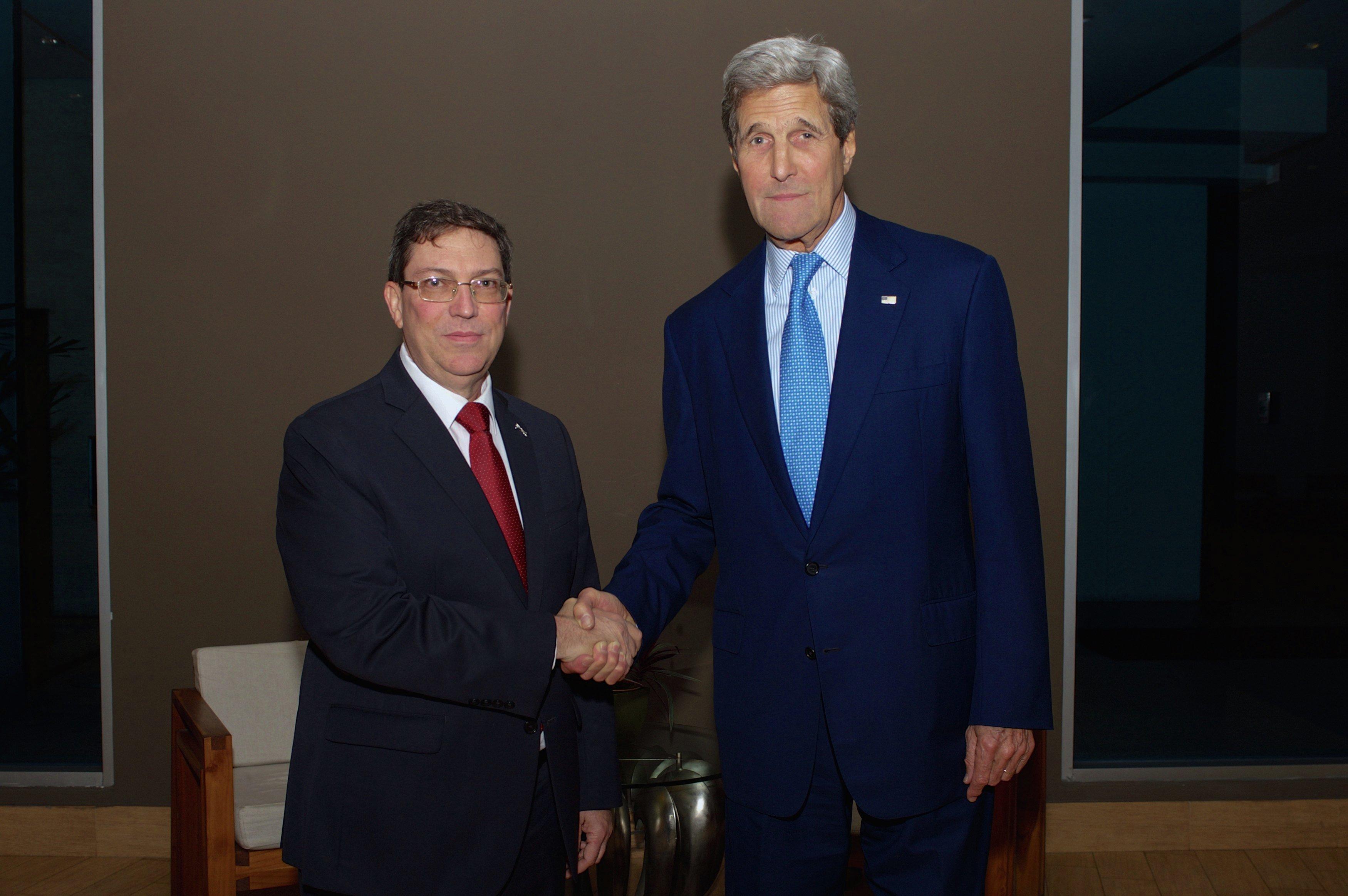 La reunión dentro de VII Cumbre de las Américas del Secretario de Estado de EEUU, John Kerry, y el ministro del Exteriores de Cuba, Bruno Rodríguez