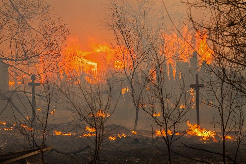 Un incendio en la orilla de la ciudad de Abakán