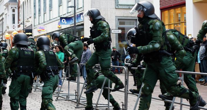Los agentes de policía protegen la reunión de los ministros de Exteriores del G7