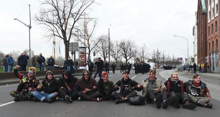 Los manifestantes en el centro de Lubek