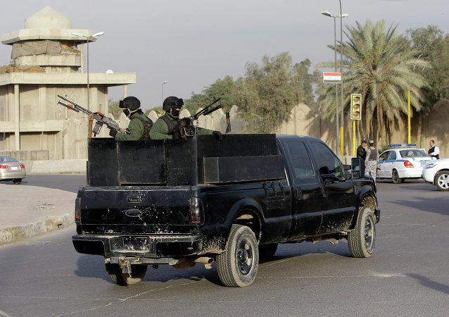 El vehículo blindado de la empresa de seguridad privada en la plaza de al-Nisoor, Bagdad