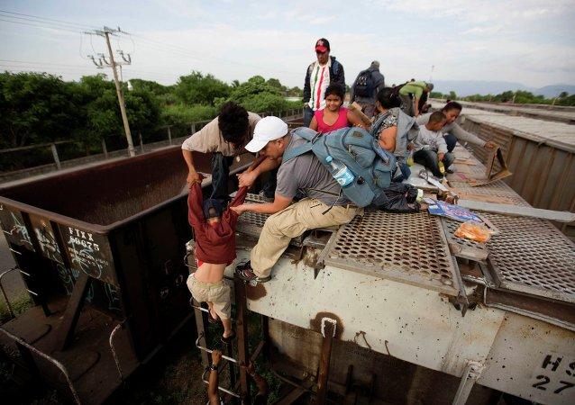 Los migrantes encima de Bestia