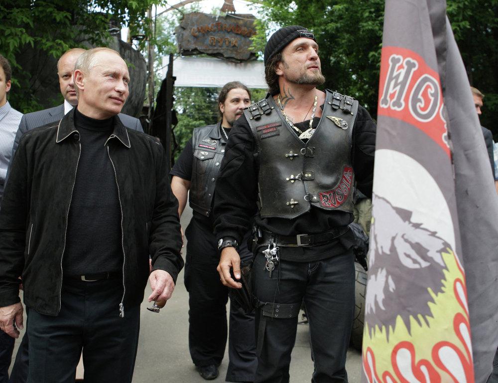 """Vladímir Putin con los """"Lobos Nocturnos"""""""