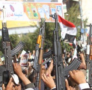 Hutíes manifestándose en contra del embargo impuesto por el Consejo de Seguridad de la ONU en 2015