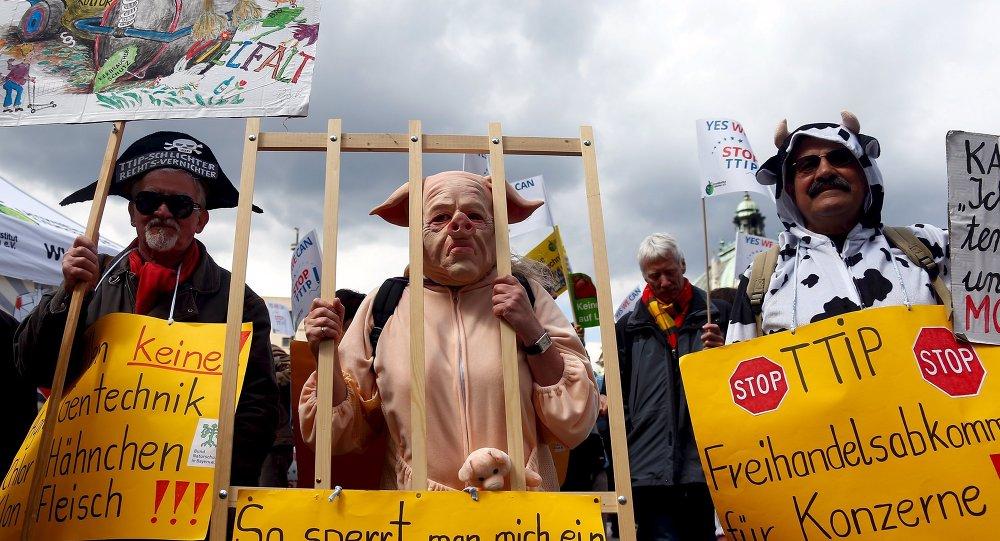 Protestas contra el Tratado de Libre Comercio entre Estados Unidos y la Unión Europea en Alemania