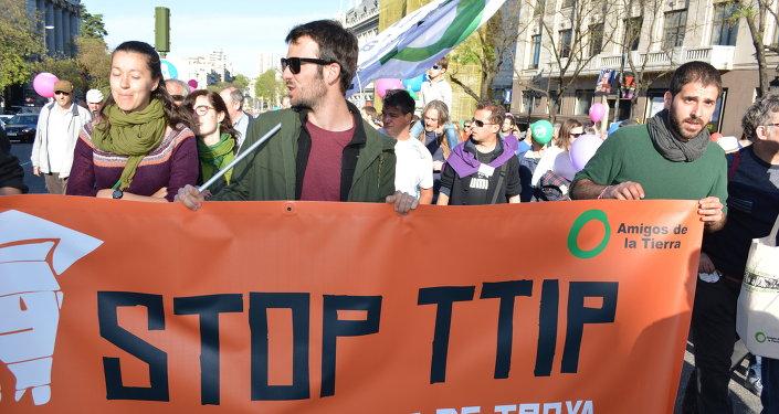 """Madrid grita """"¡No al TTIP!"""""""