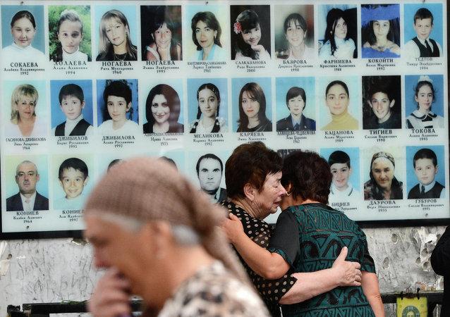 Retratos de las víctimas del atentado terrorista en Beslán