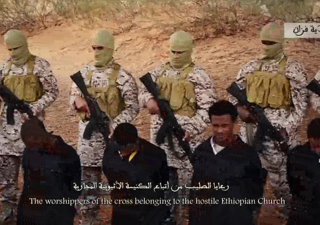 Estado Islámico publicó, este domingo, un nuevo video que demuestra la ejecución de unos 30 cristianos etiopios capturados en Libia