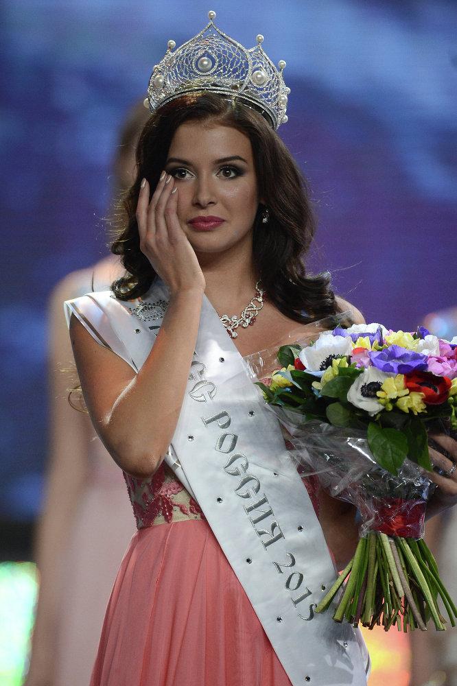 La nueva Miss Rusia 2015 Sofía Nikitchuk sobre el escenario de Barvikha Concert Hall