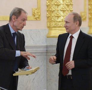 Президент России Владимир Путин (справа) и председатель координационной комиссии МОК по подготовке Игр-2014 Жан-Клод Килли