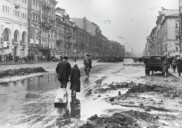 El Leningrado sitiado. La avenida Nevski, 1 de abril de 1942