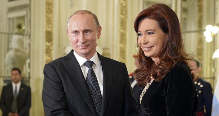 Vladímir Putin, presidente de Rusia, y Cristina Fernández de Kirchner, presidenta de Argentina, durante el encuentro en Buenos Aires, el 12 de julio, 2014