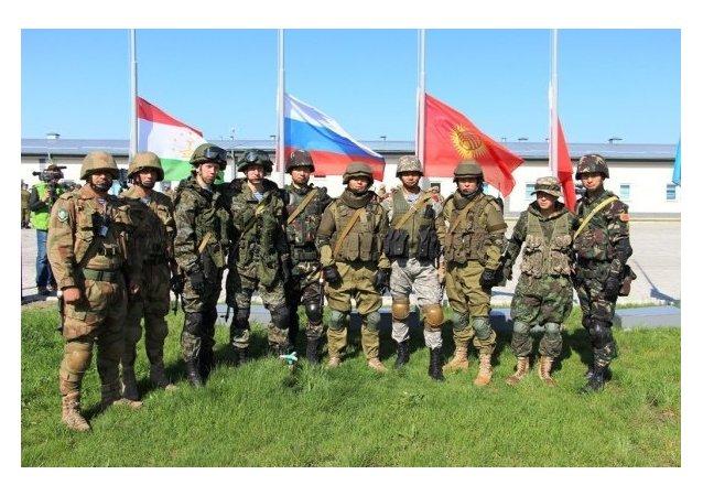 Combatientes de los grupos de operaciones especiales de los paises de la OCS durante los ejercicios antiterroristas