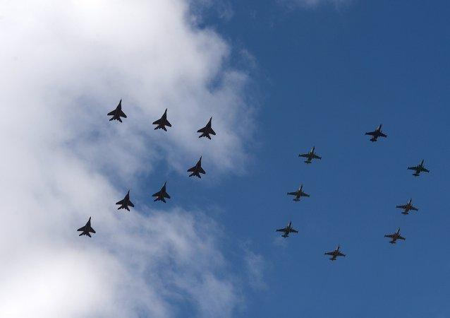 El desfile militar de Moscú se coronará con el vuelo de 140 aviones y helicópteros