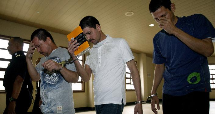 Los hermanos Luis Alfonso (45 años), Simón (37) y José Regino (34)
