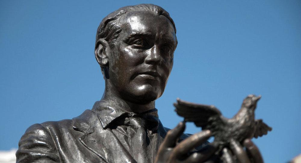 Estatua de Federico García Lorca en Madrid
