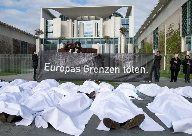 Grupo de manifestantes que protestaban contra la política migratoria de la Unión Europea en Alemania