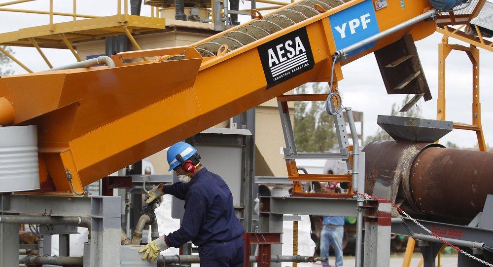 La rusa Gazprom y la argentina YPF firman memorándum de cooperación
