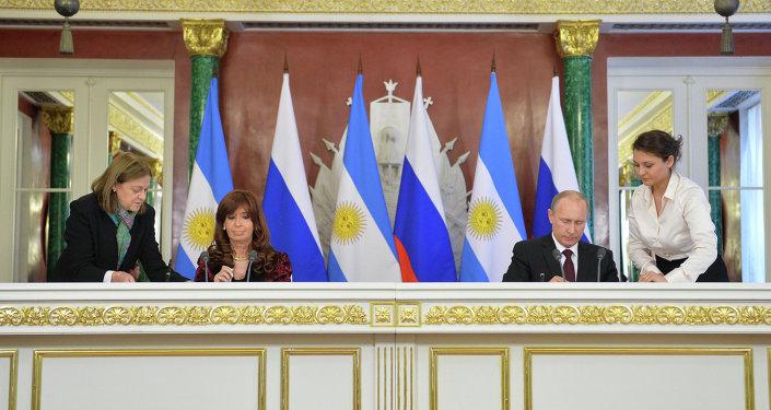 Presidente de Rusia, Vladímir Putin y presidenta de Argentina, Cristina Fernández de Kirchner