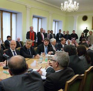 Segunda ronda de consultas intersirias en Moscú (archivo)