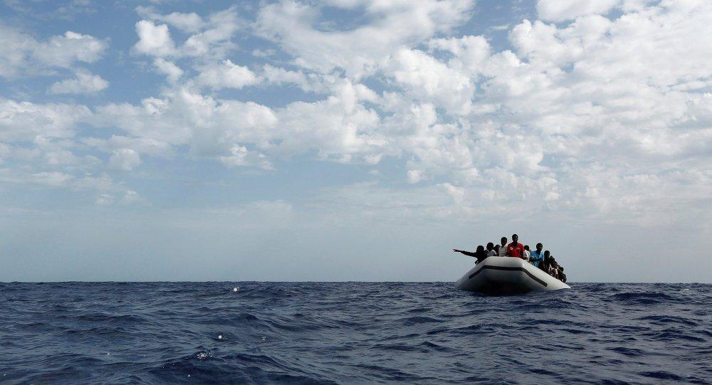 Patera en el Mediterráneo (archivo)