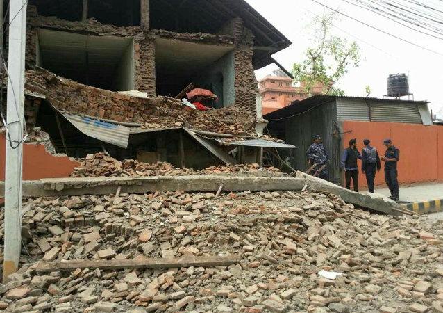 Edificio destruido por el terremoto en Nepal