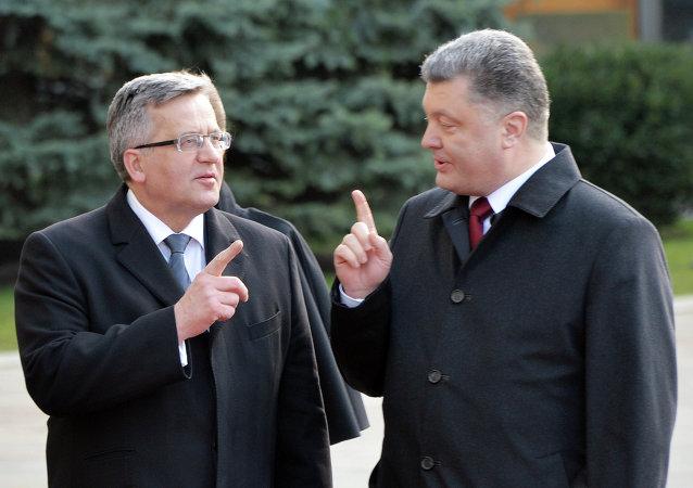 Presidente de Polonia, Bronislaw Komorowski y presidente de Ucrania, Petró Poroshenko (Archivo)