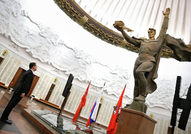 Dmitri Medvédev, primer ministro ruso, dentro del Museo Central de la Gran Guerra Patria