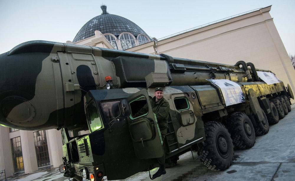 Una lanzadera de misiles Tópol en el Centro Nacional de Exposiciones VDNJ (Moscú)