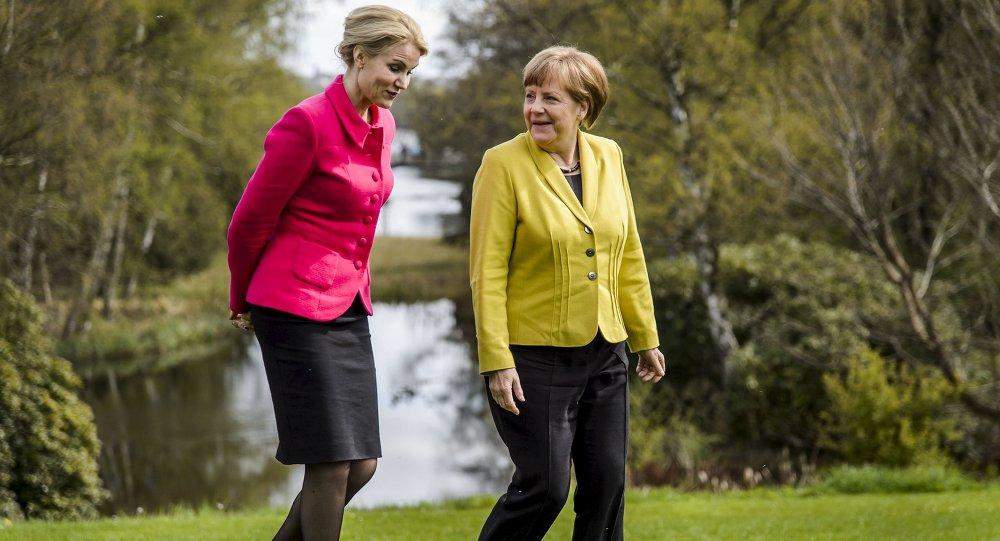 Canciller de Alemania, Angela Merkel (dcha.) y primer ministra de Dinamarca, Helle Thorning-Schmidt