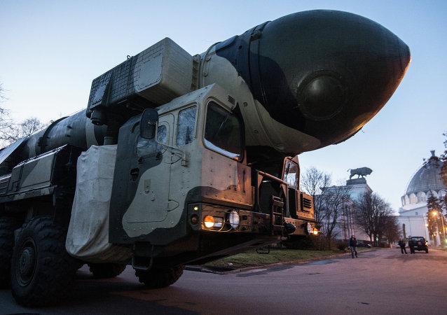 La lanzadera del complejo móvil Topol durante su traslado de Sérpujov a Moscú