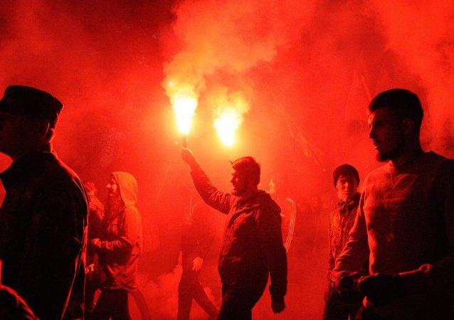 Nacionalistas del grupo radical ucraniano Pravy Sector (Archivo)