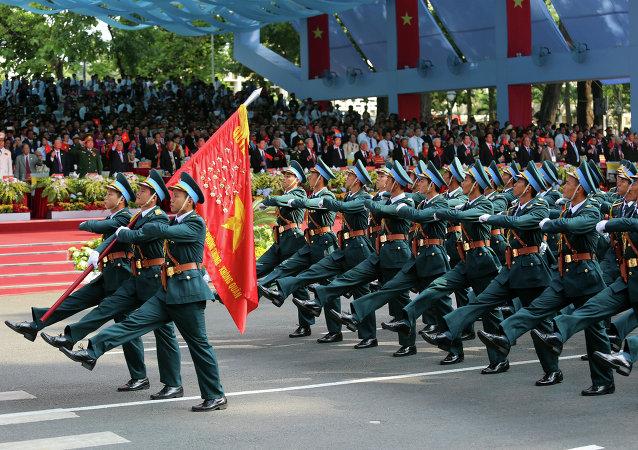Fuerza Aérea de Vietnam participa en un desfile a la celebración del 40 aniversario del fin de la guerra de Vietnam
