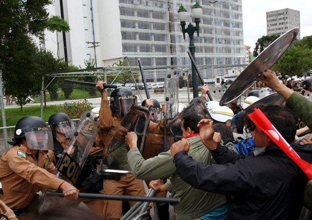 Polémica en Brasil tras la fuerte represión a los profesores por el gobernador de Paraná