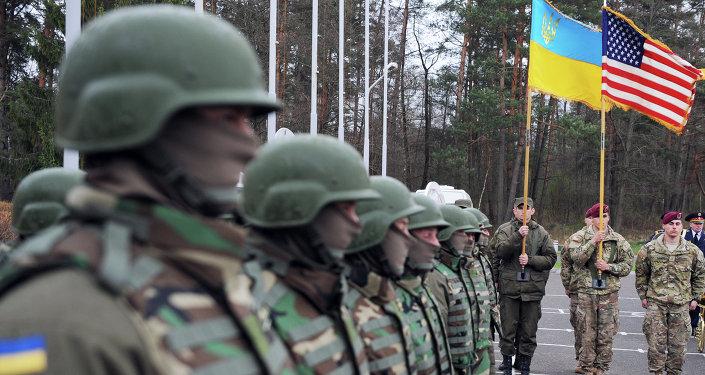 Militares ucranianos y estadounidenses (archivo)