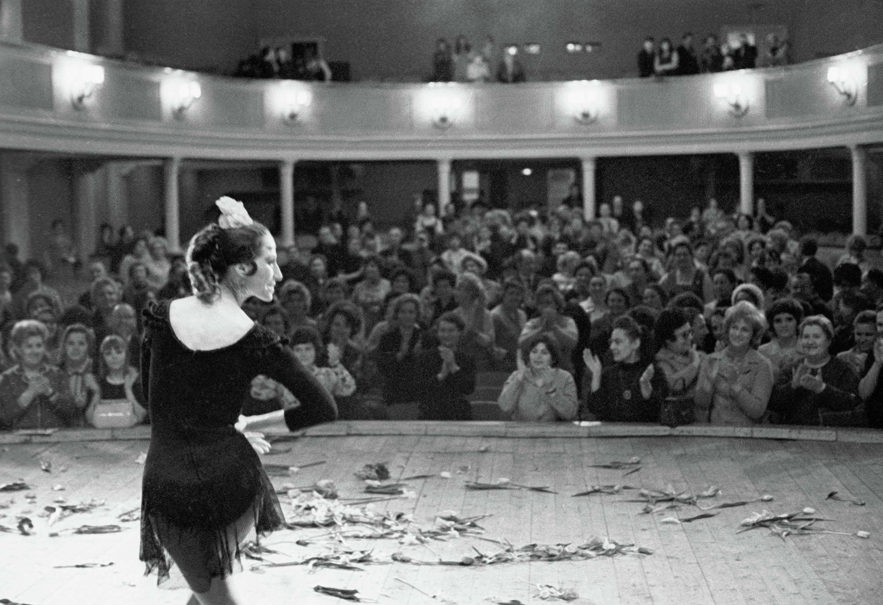 Maya Plisétskaya como Carmen en el ballet Carmen Suit
